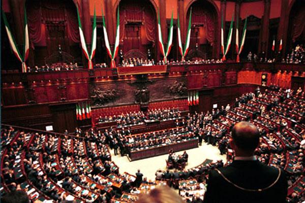 Manovra stangata per famiglie giovani e pensionati for Oggi in parlamento